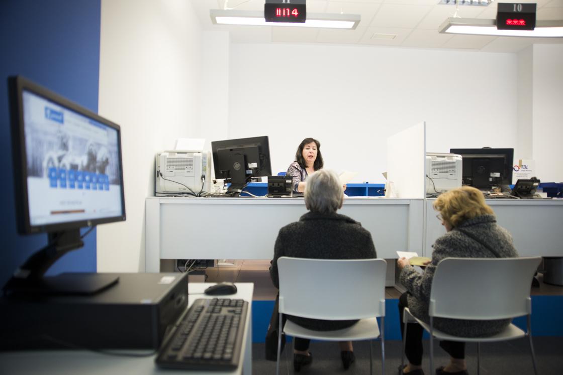 Hortaleza estrena una oficina de atenci n integral al for Oficina atencion al contribuyente madrid