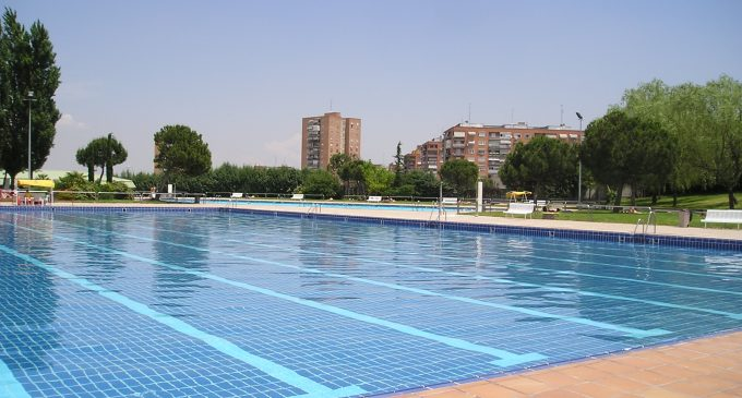 Este s bado abren las piscinas municipales de hortaleza for Piscina polideportivo
