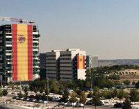 """Valdebebas despliega la bandera de España """"más grande de la historia"""""""