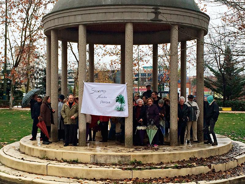 El barrio de Villa Rosa sale a defender su parque