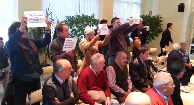 Protestas, desalojo, identificaciones y abandonos en el último Pleno del año
