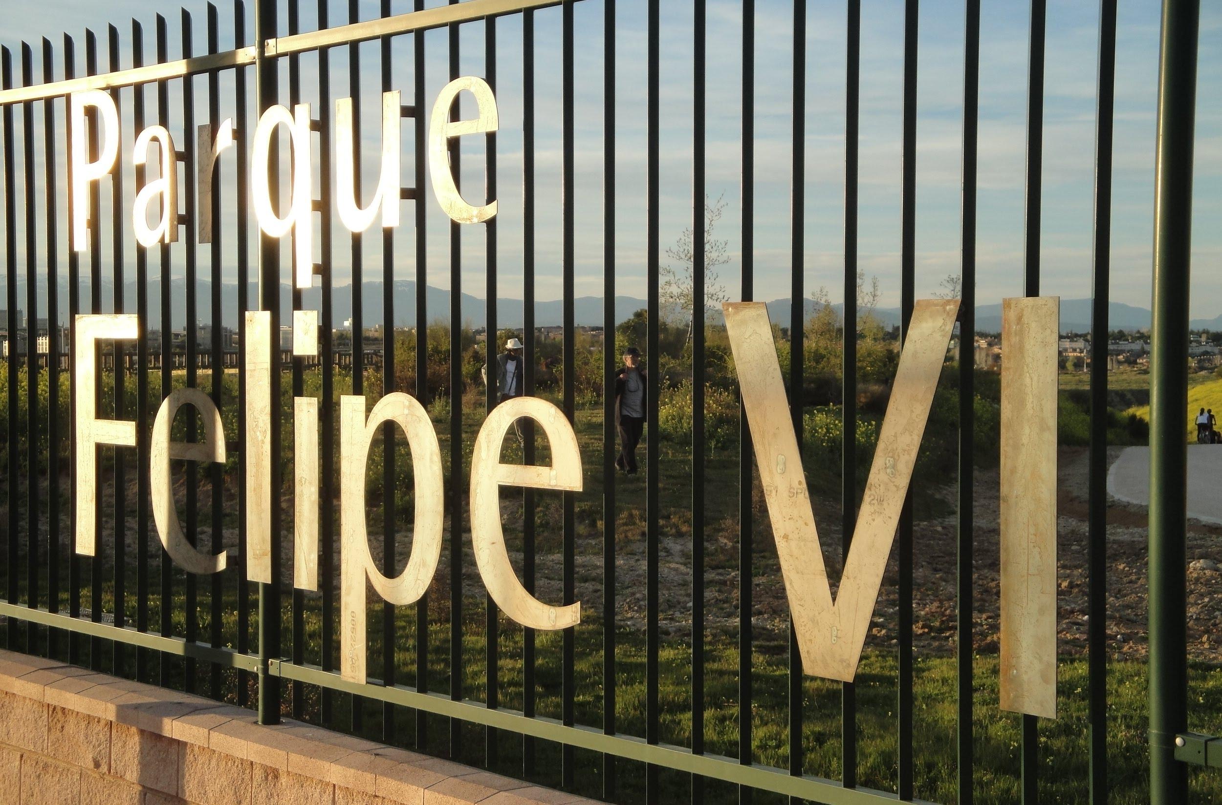 Felipe VI vuelve al letrero del parque de Valdebebas