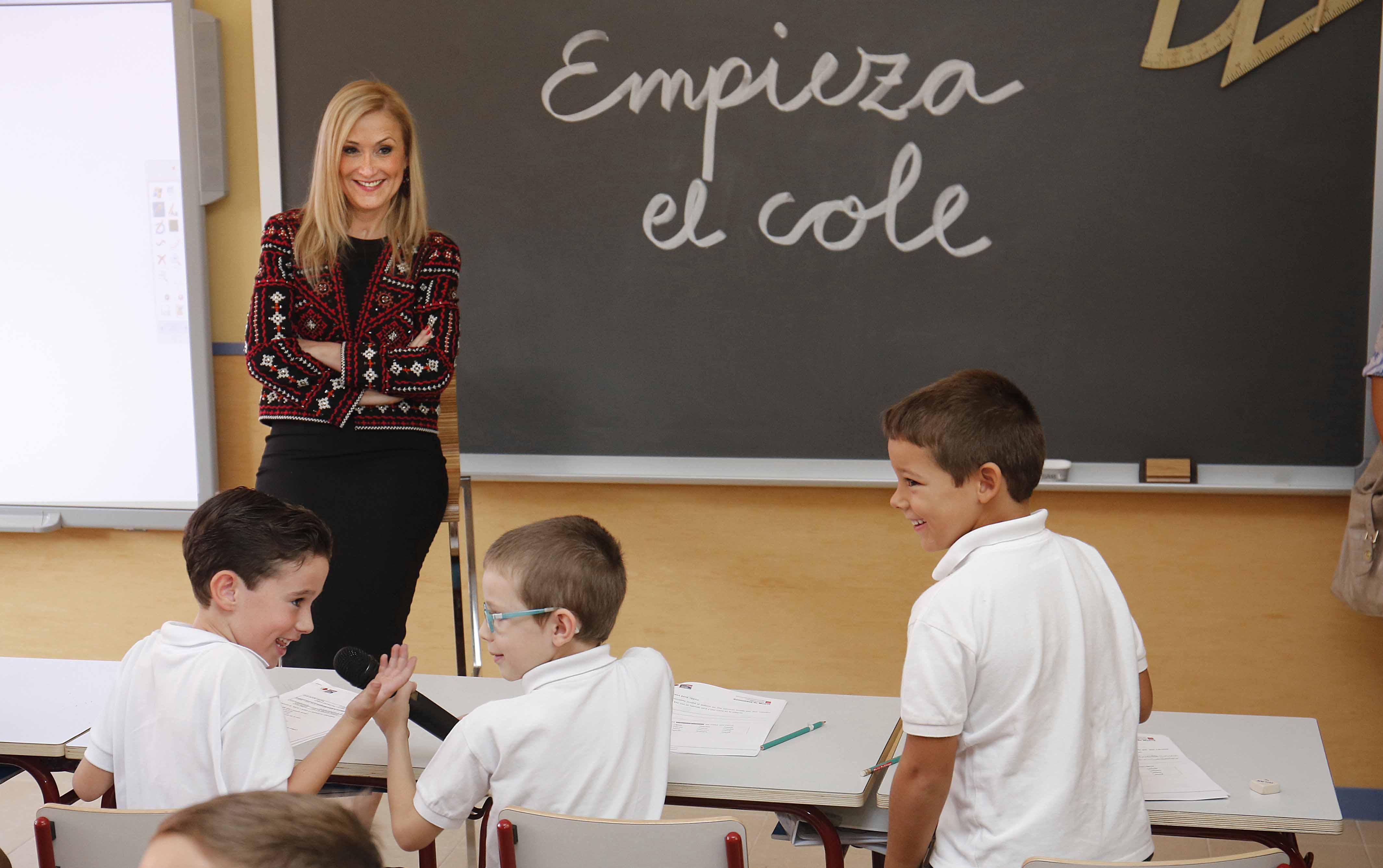 Cifuentes inaugura el curso escolar en Hortaleza