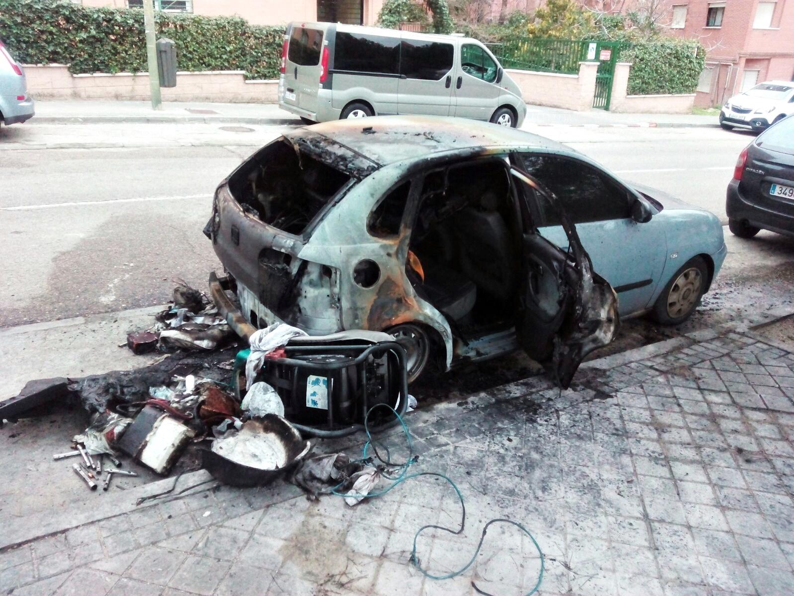 Crece la indignación vecinal en Manoteras por la quema de otro coche
