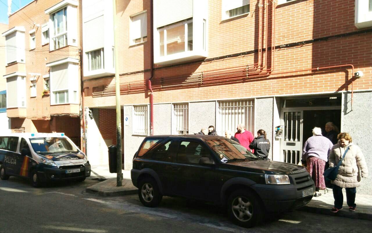 Una mujer y sus tres hijos menores, desahuciados por sorpresa en Hortaleza