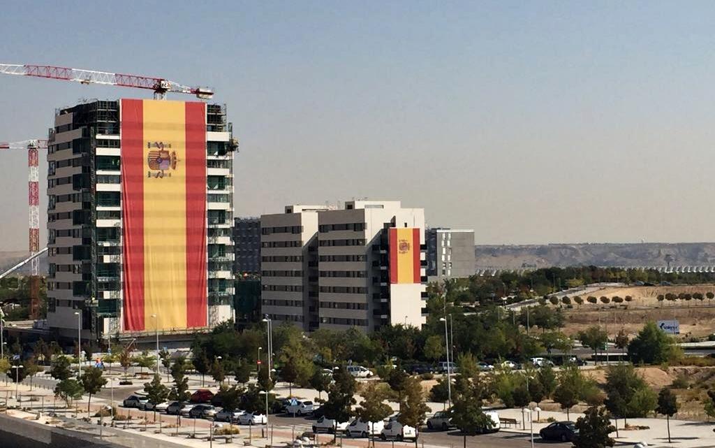 Valdebebas despliega la bandera de España «más grande de la historia»