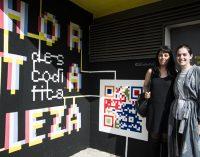 Los muros del auditorio Pilar García Peña se llenan de color