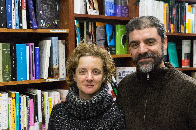 La librería azul que navega en el Mar Negro de Hortaleza