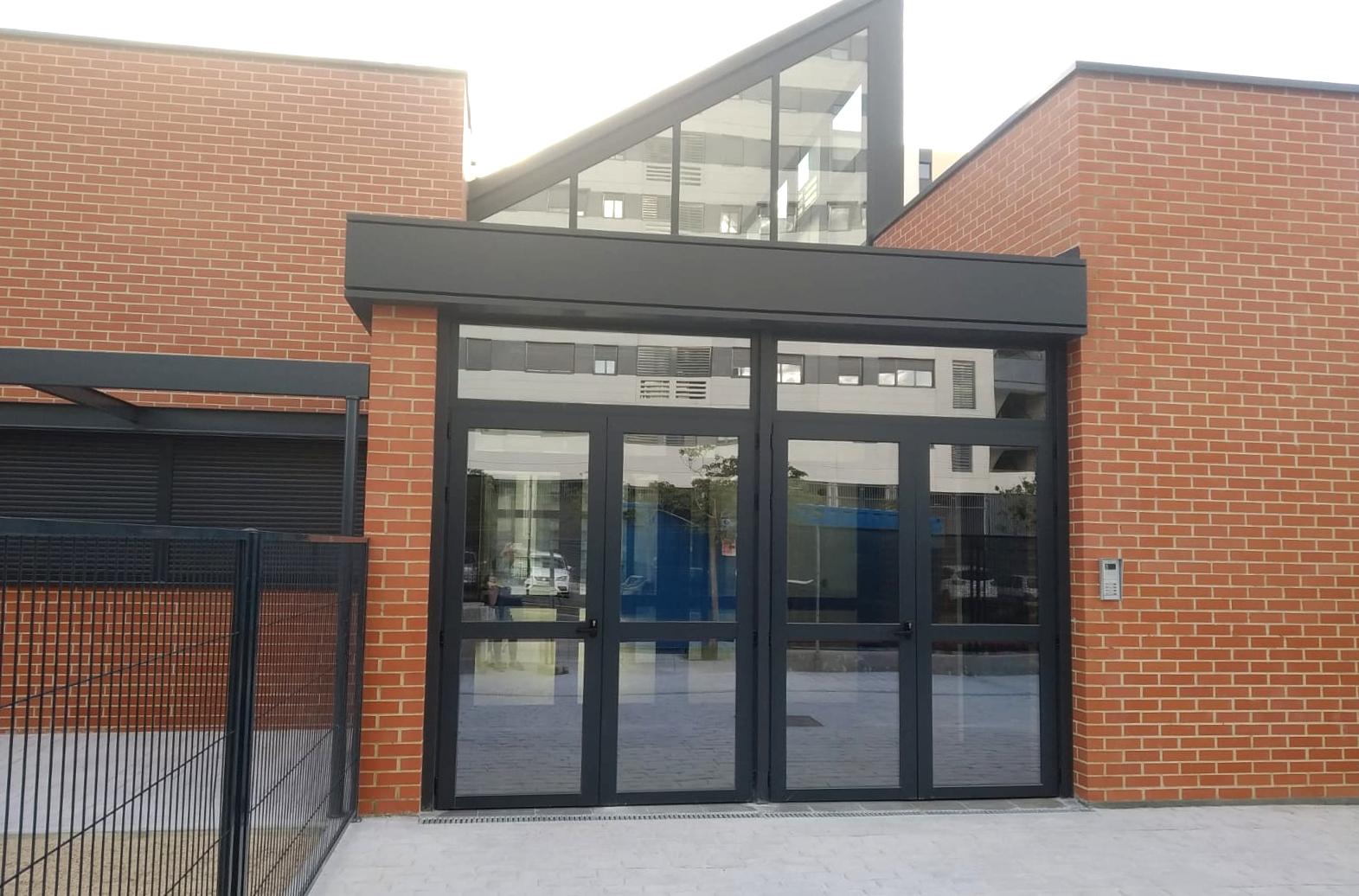 Entrada principal de la escuela infantil municipal Pléyades. ALICIA VENTURA