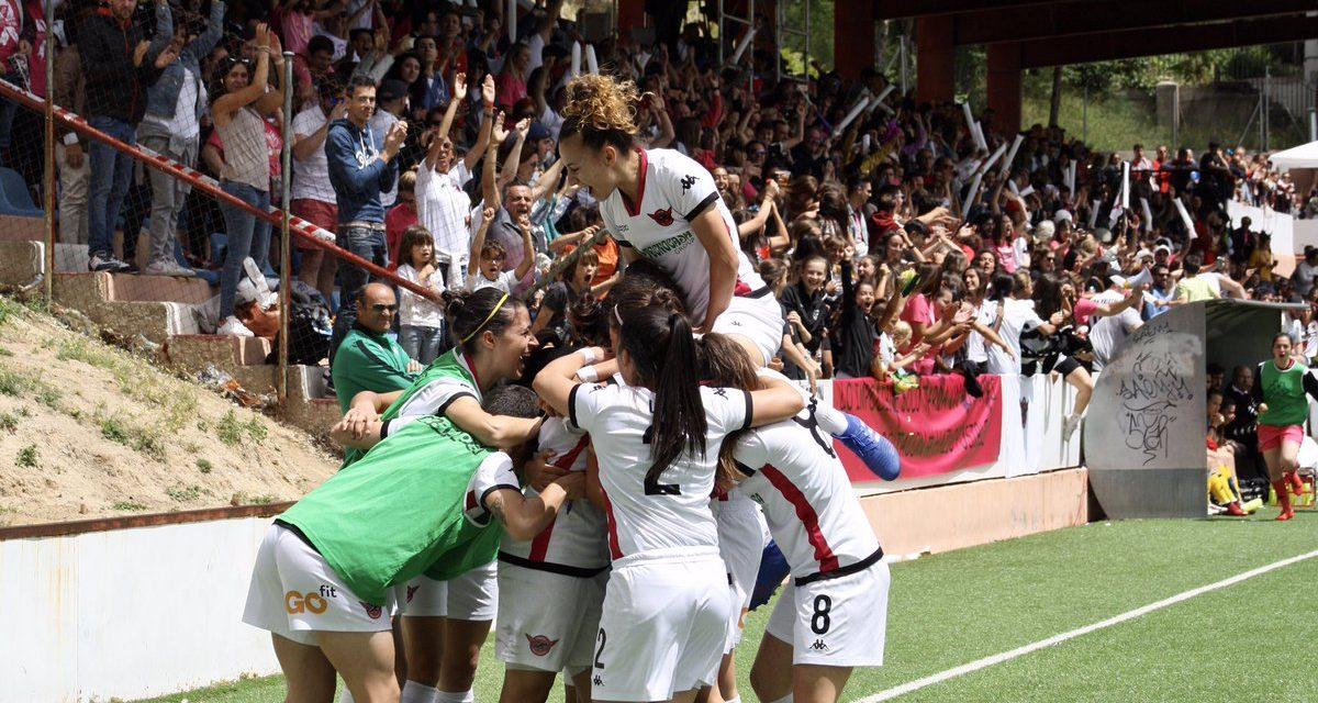 Las jugadoras del Tacón celebrando un gol