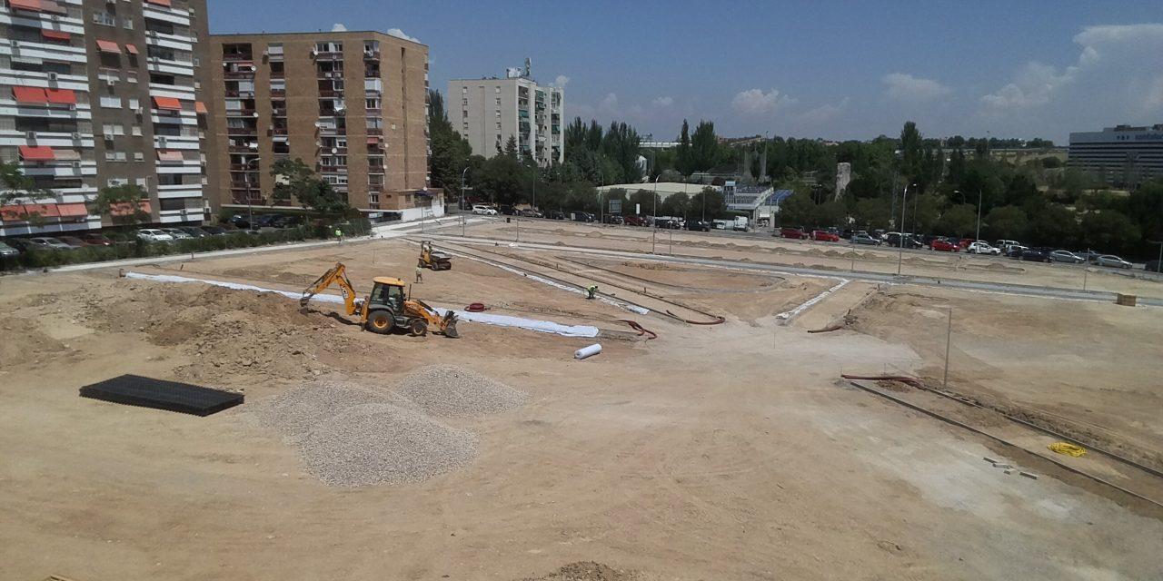 Las obras de la nueva zona verde de Villa Rosa coinciden con la temporada de piscina