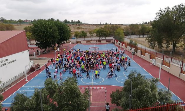 """Éxito de participación en la bicicletada """"Abraza al cole Zaragüeta"""""""