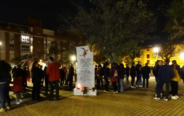 Un brindis para recordar a las víctimas del franquismo en Hortaleza