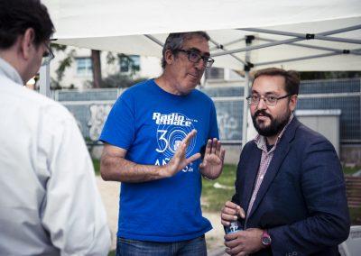 El concejal de Hortaleza, Alberto Serrano, junto a Javier Robles de Radio Enlace. SANDRA BLANCO