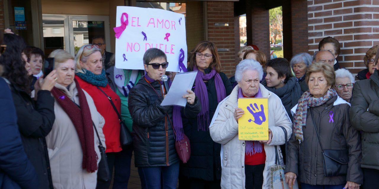 25-N en Hortaleza: «Vecina confinada, aquí están tus hermanas»