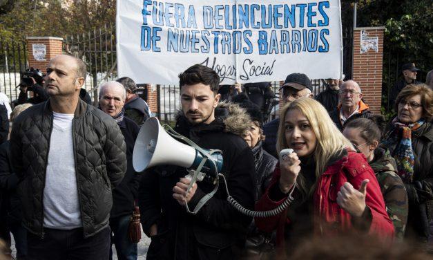 La ultraderecha acapara la concentración contra los centros de acogida de Hortaleza