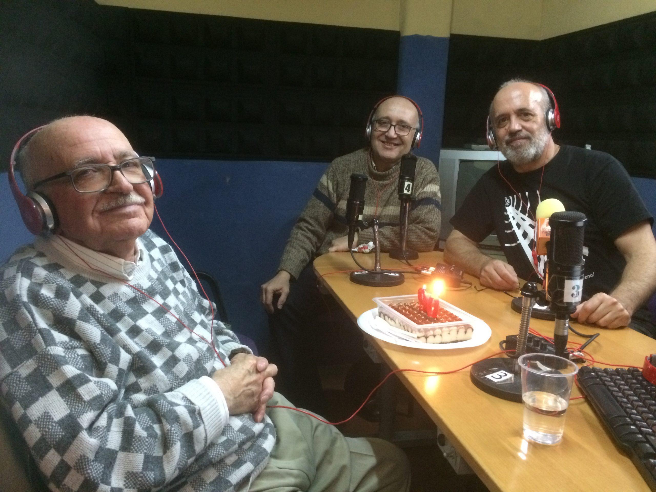 Celebración del 90 cumpleaños de Valentín Huerta en Radio Enlace. FOTO JAVI ROBLES