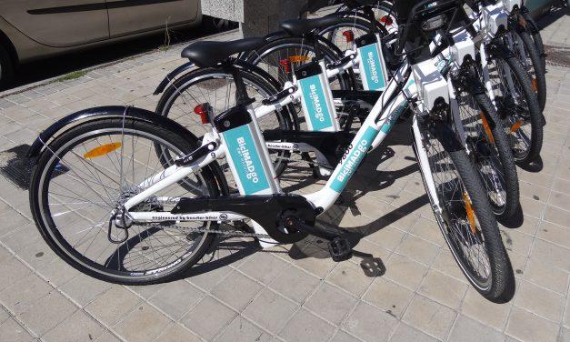 Las bicis de alquiler llegan caras y contadas al barrio