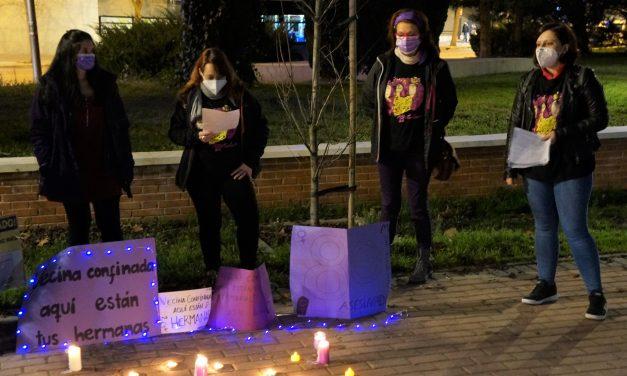 Iluminando las calles de morado contra las violencias machistas